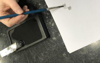 Het bereiden van lithografische inkt: tusche (foto Ronald Joossen)
