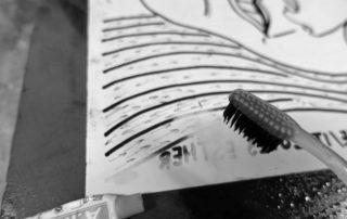 Toveren met tandpasta (foto rudy de graef)